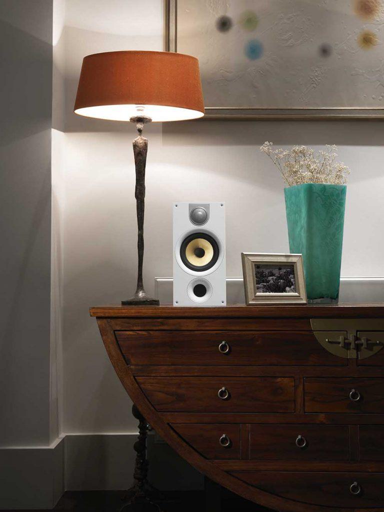 audio-bw-white-686-wood-cabinet28-optimized